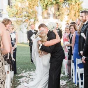 new-orleans-southern-plantation-wedding-floral-arrangements-kim-starr-wise-040117-wedding-ceremony-aisle-decor