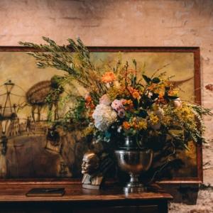 new-orleans-wedding-floral-arrangements-kim-starr-wise-031117-wild-asymmetric-floral-arrangement