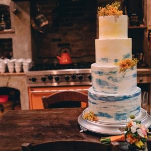 new-orleans-wedding-floral-arrangements-kim-starr-wise-031117-wedding-cake