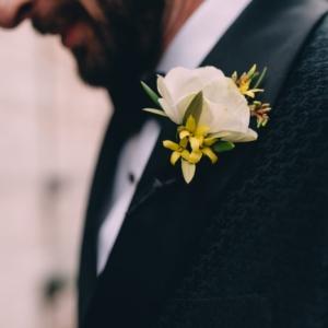 new-orleans-wedding-floral-arrangements-kim-starr-wise-031117-white-anemone-boutonnieres