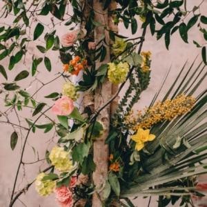 new-orleans-wedding-floral-arrangements-kim-starr-wise-031117-ceremony-altar-spring-color-palate