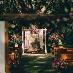 new orleans wedding floral arrangements kim starr wise boho style wedding ceremony entrance altar flowers
